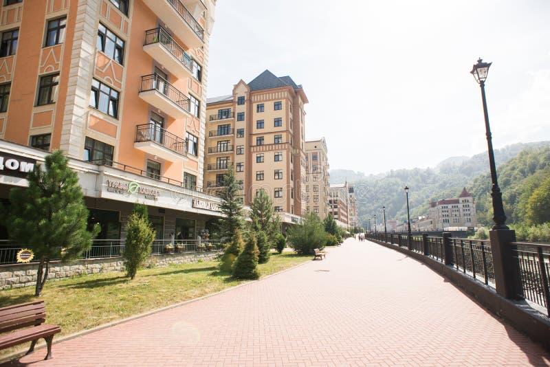 Localit? di soggiorno di montagna Rosa Khutor Krasnaya Polyana Soci La Russia immagini stock libere da diritti