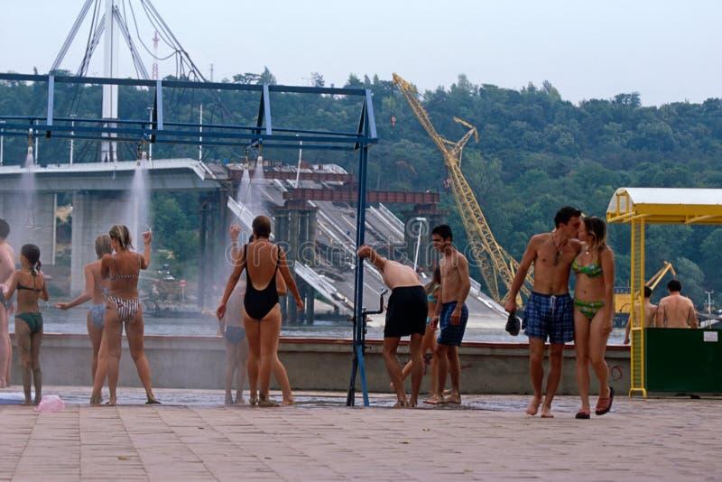 Locals in zwemmende kostuums, de Rivier van Donau, Servië royalty-vrije stock fotografie