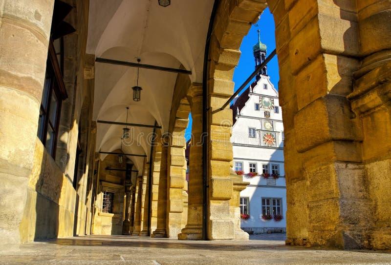 Locanda delle gallerie e dei consiglieri tecnici del municipio di Rothenburg fotografia stock libera da diritti