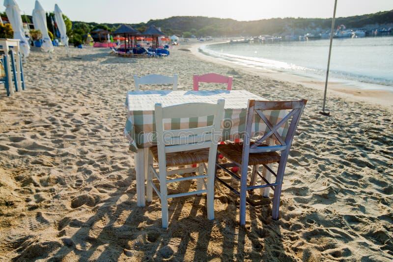 Locanda greca sulla spiaggia immagine stock libera da diritti