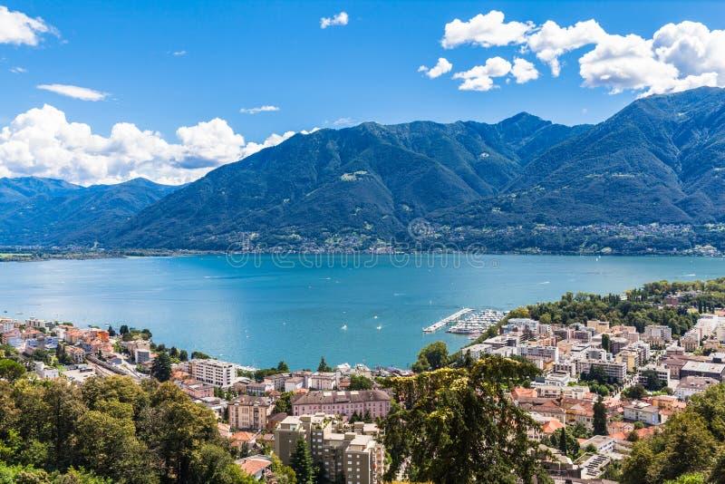 Locarno-Stadt und Mggiore See lizenzfreies stockbild