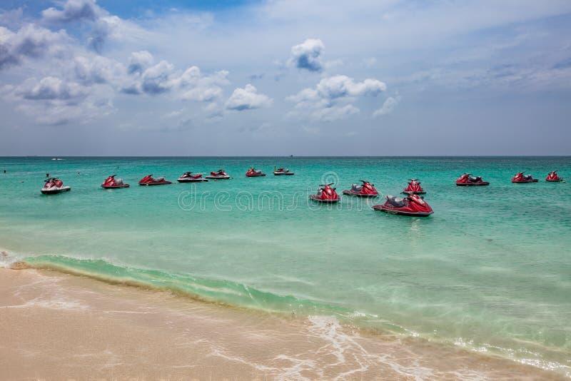 Location de ski de jet chez Eagle Beach dans Aruba Eagle Beach est l'une des plages les plus belles au monde image libre de droits