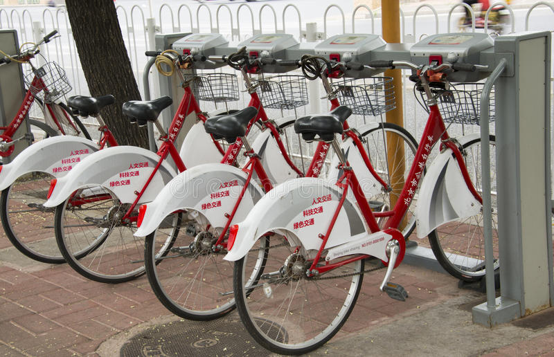 Location publique de bicyclette photographie stock libre de droits