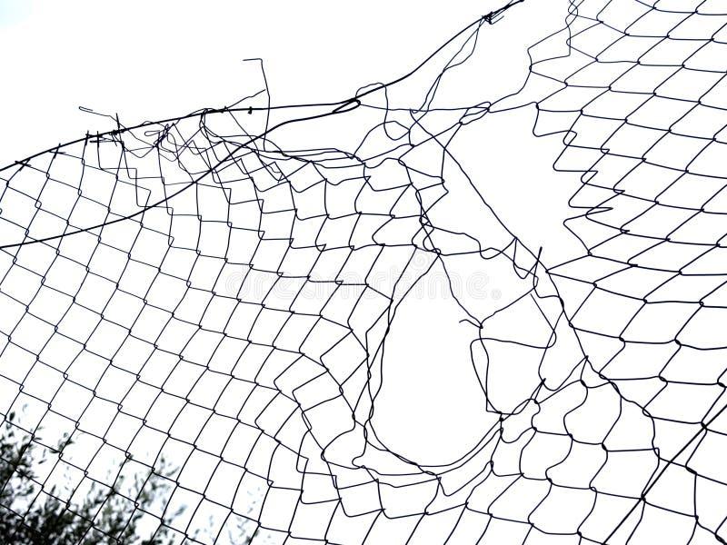 Loch, Abstand im Zaun, Hintergrundteil lokalisiert über Weiß lizenzfreie stockbilder