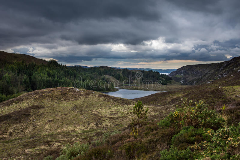 Loch Duhairn Mor i drobina Loch Chaim Bhaim fotografia royalty free