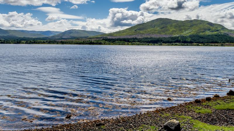 Loch Eil op een koude de wintersdag in Lochaber, Schotland stock fotografie
