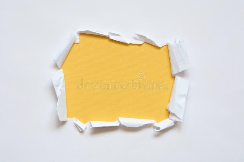 Loch im Papier lizenzfreie stockfotos