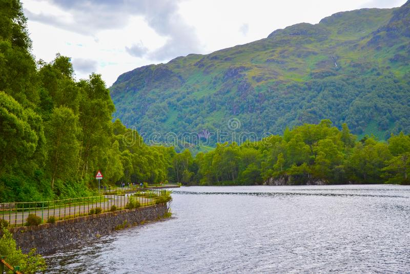 Loch Katrine Katrine Lake in Schotse Hooglanden mooi LAK royalty-vrije stock foto's