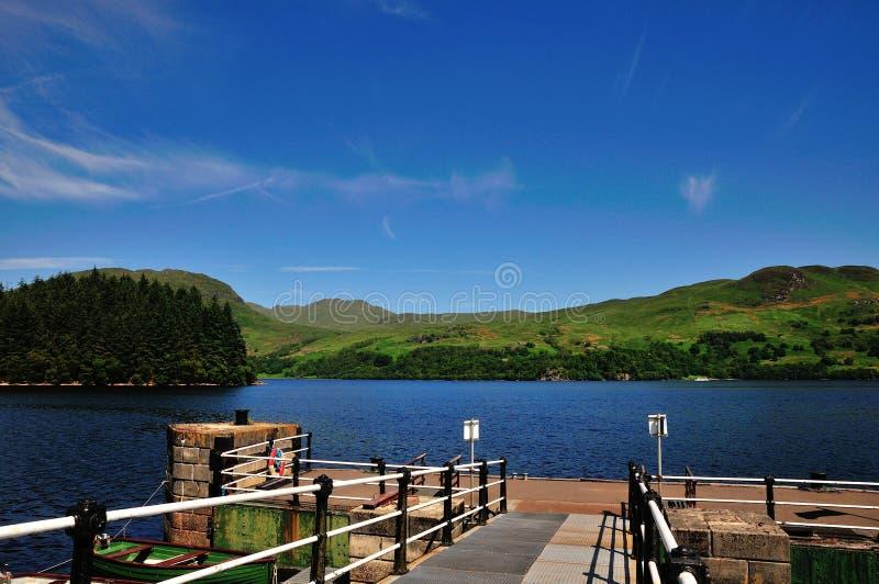 Loch Katrine vom Landungsplatz. stockbilder