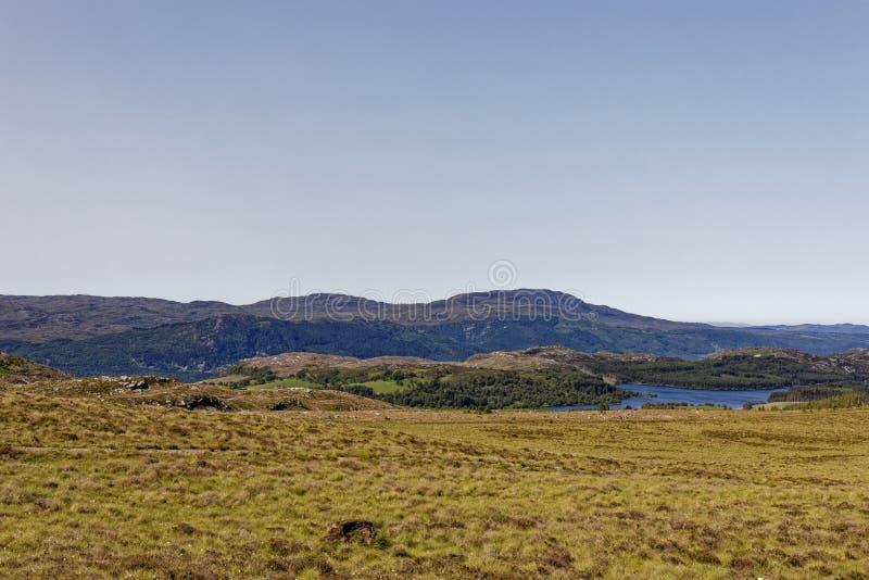 Loch Knockie perto de Loch Ness, Escócia foto de stock