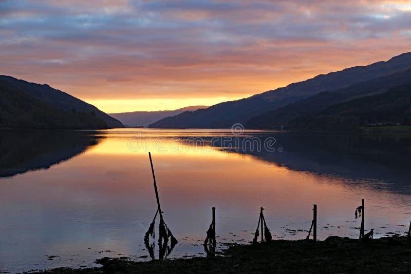 Loch lang bei Sonnenuntergang stockfotografie