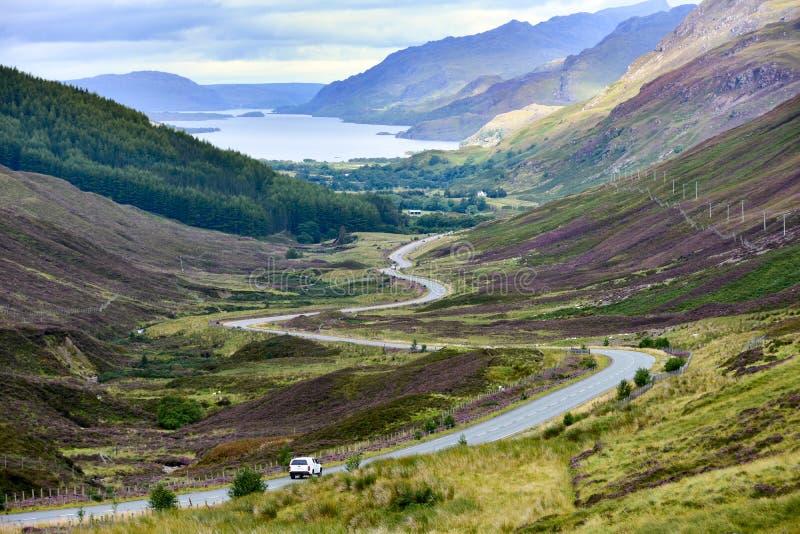Loch Maree en vallei in de Hooglanden van Schotland royalty-vrije stock fotografie