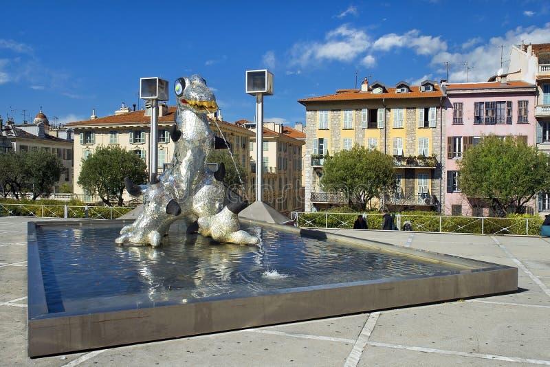 Loch Ness Monster por Niki de Saint Phalle, escultor francês da escultura fotografia de stock
