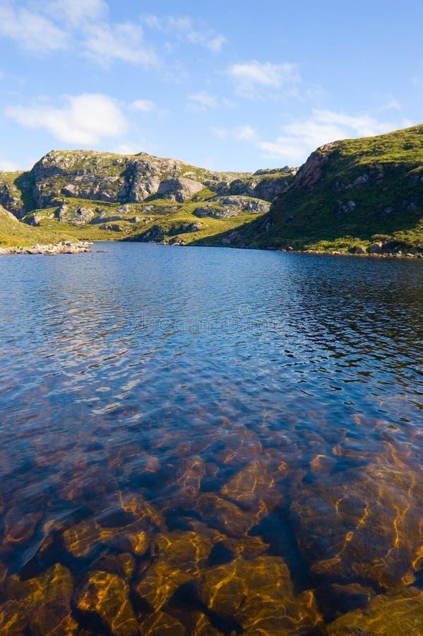 Loch in Noordwesten Sutherland, Schotland stock fotografie