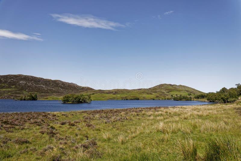 Loch Tarff perto de Loch Ness, Escócia fotografia de stock