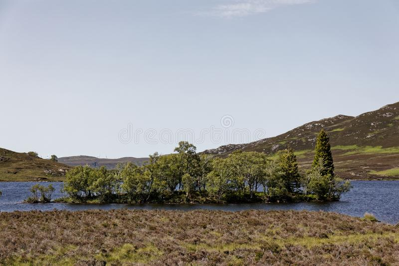 Loch Tarff perto de Loch Ness, Escócia imagens de stock
