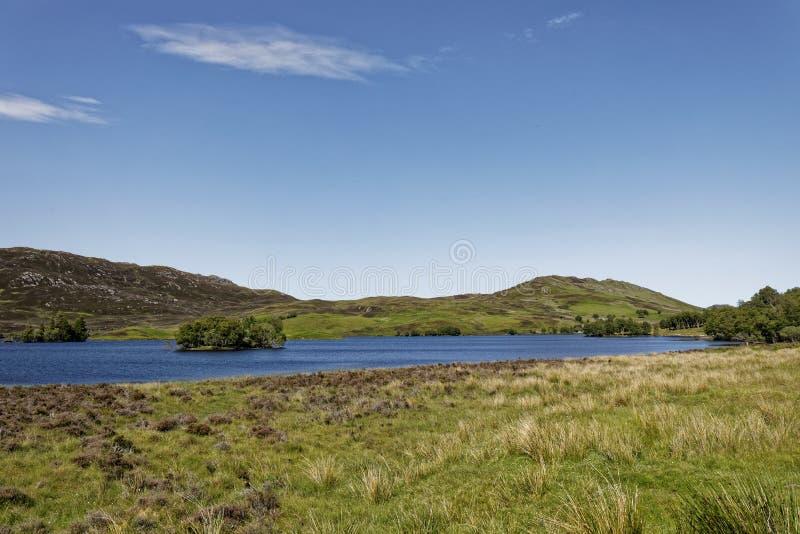 Loch Tarff perto de Loch Ness, Escócia fotos de stock royalty free