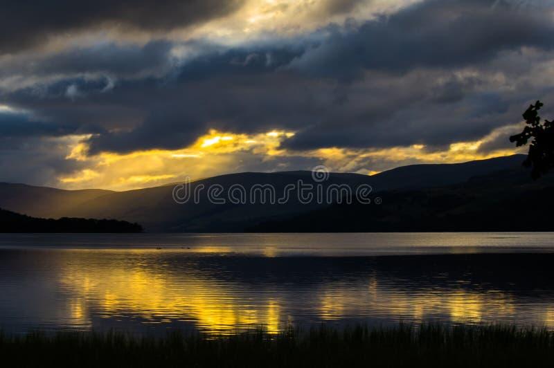 Loch Tay de lever de soleil images stock