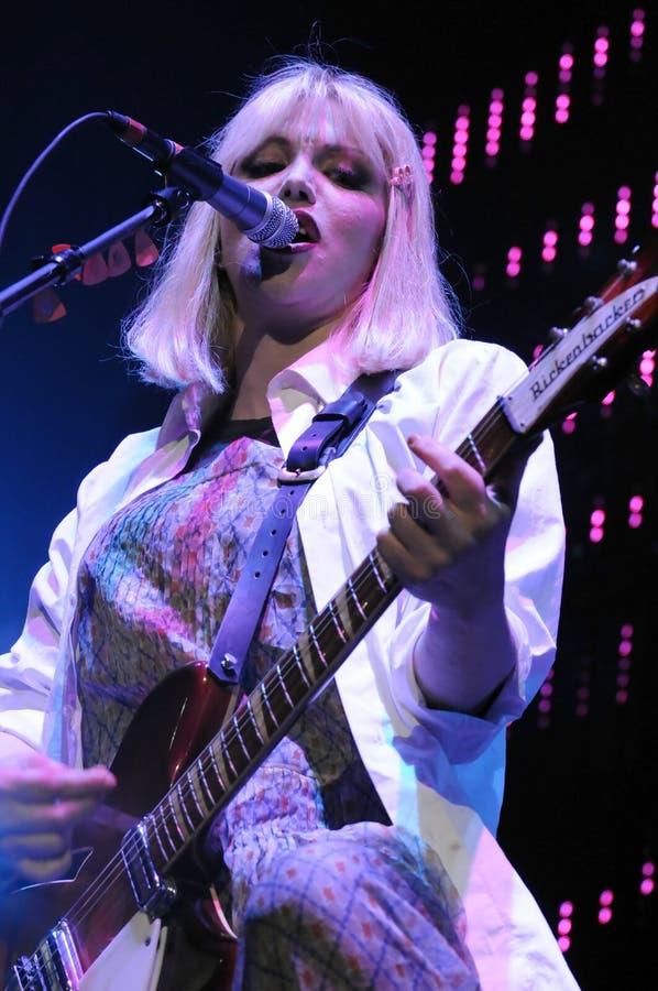 Loch, welches die Courtney Loveausführung Phasen kennzeichnet. lizenzfreie stockbilder