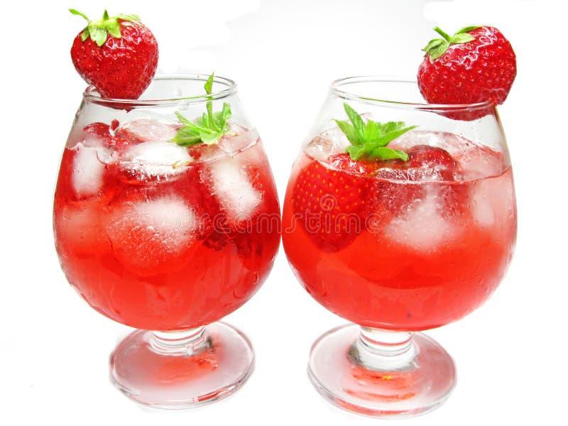 Locher-Cocktailgetränke der Frucht rote mit Erdbeere lizenzfreie stockfotografie