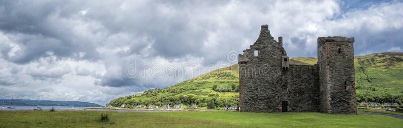 Lochranza城堡全景 库存照片