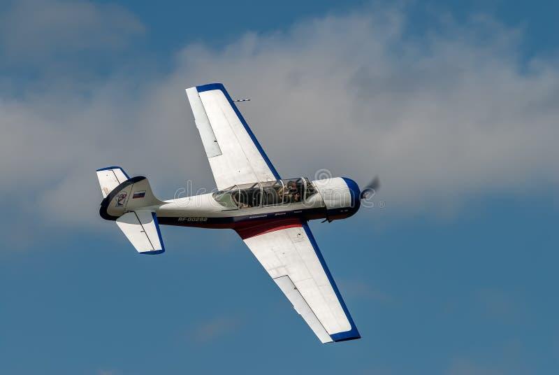 Locja samolot Yak-52 w przedstawienie programie obrazy stock
