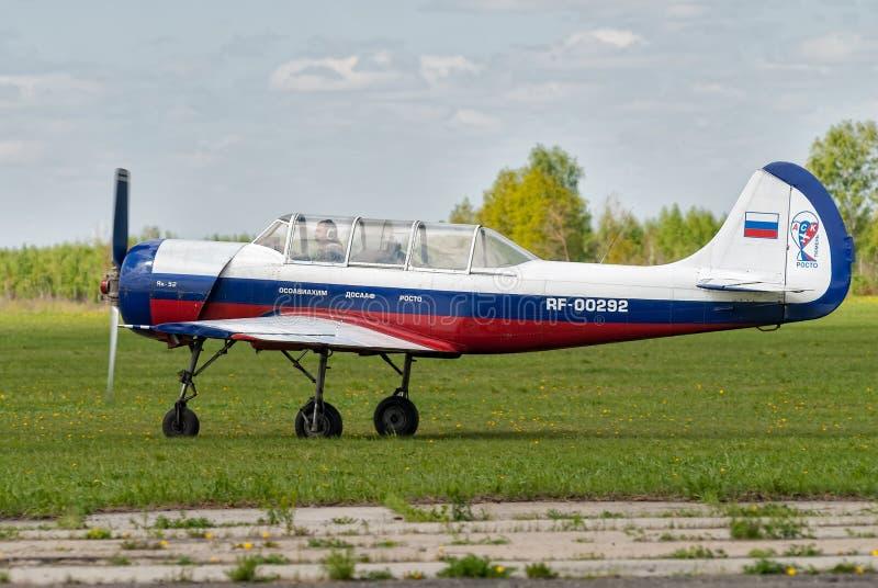 Locja samolot Yak-52 zdejmował Yalutorovsk zdjęcia royalty free