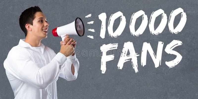 10000 lockert jungen Mann der Gleichzehntausendsocial networking-Medien auf stockbild