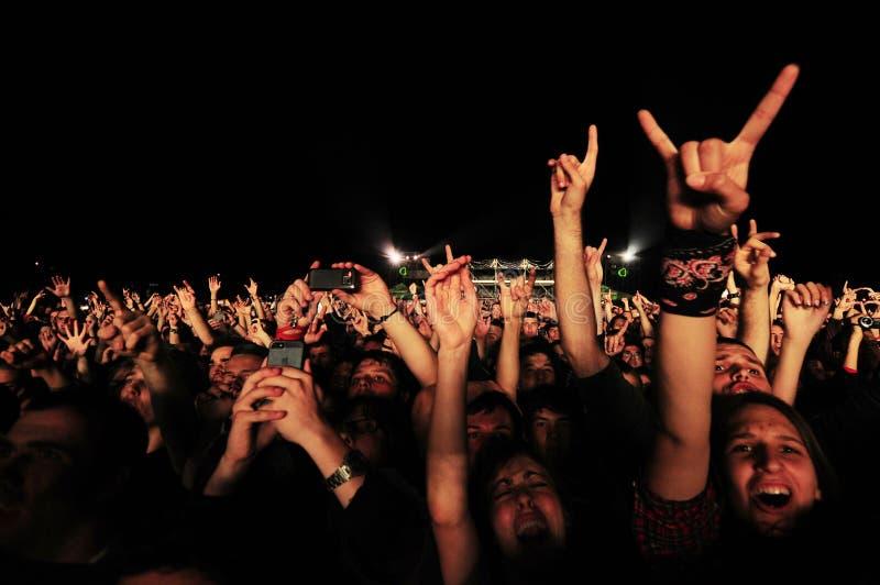 Lockert steigende Hände oben auf stockbilder