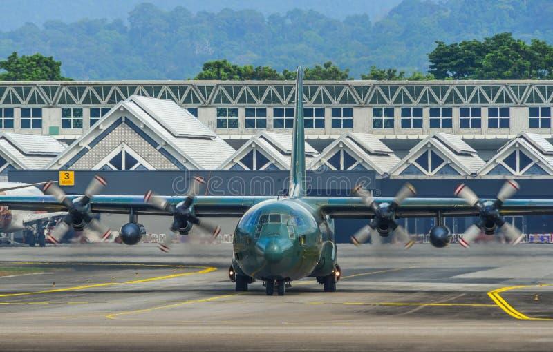 Lockheed c-130H Hercules bij de luchthaven stock foto's