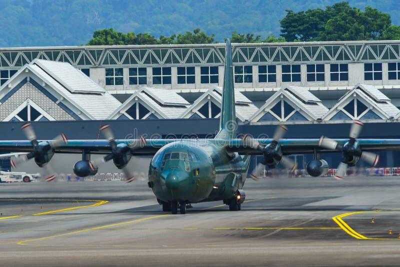 Lockheed c-130H Hercules bij de luchthaven royalty-vrije stock afbeelding
