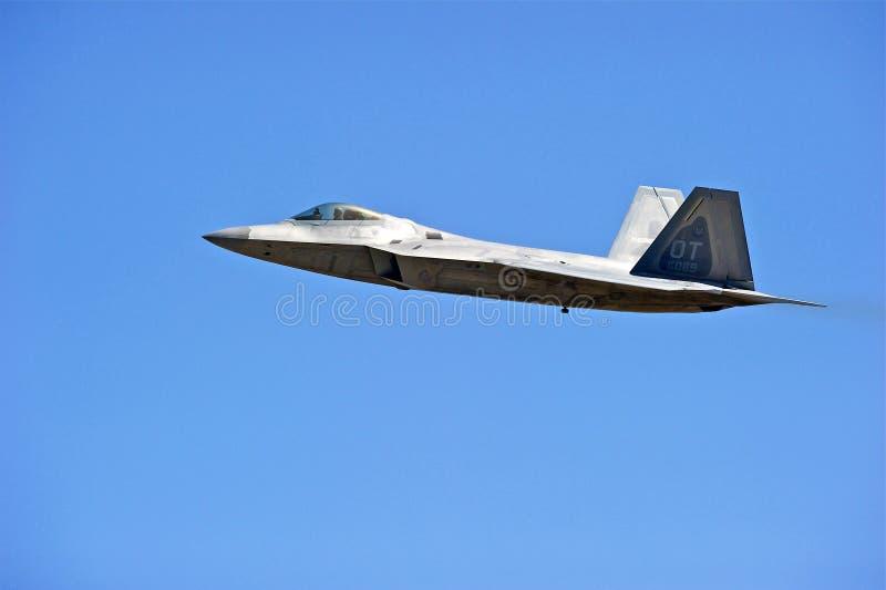 Lockheed Martin φ-22 τακτικά μαχητικά αεροσκάφη αρπακτικών πτηνών στοκ εικόνα με δικαίωμα ελεύθερης χρήσης