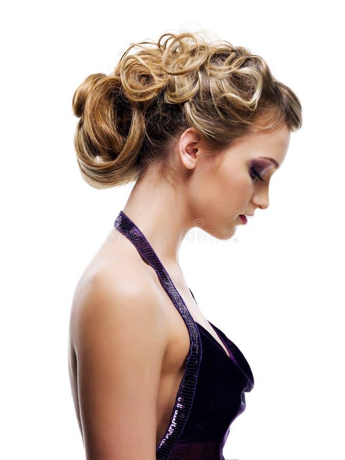 lockig härlig coiffure royaltyfri fotografi