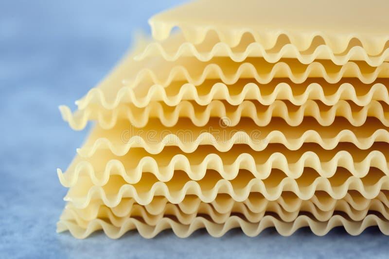 Lockige Lasagne-Blätter lizenzfreies stockbild