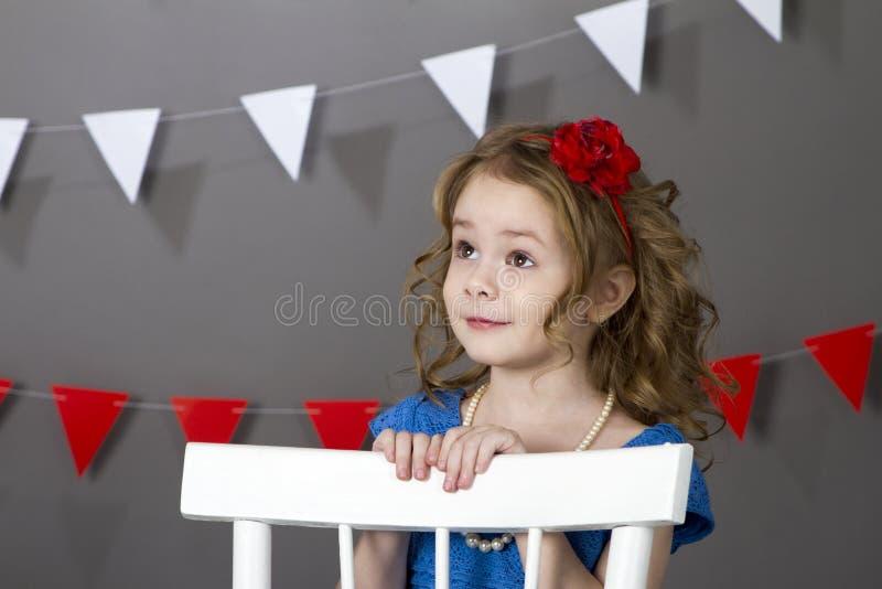 Lockiges Mädchen stockfotografie