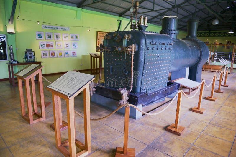 Locomotiva de vapor britânica velha usada no equipamento da fábrica do chá situado agora em um museu em Bois Cheri, Maurícias foto de stock royalty free