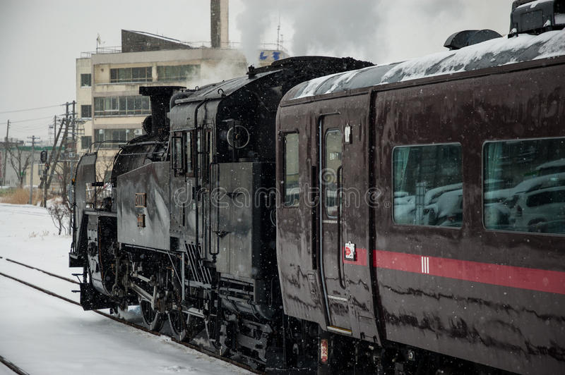 Locomotiva de vapor japonesa no inverno imagem de stock
