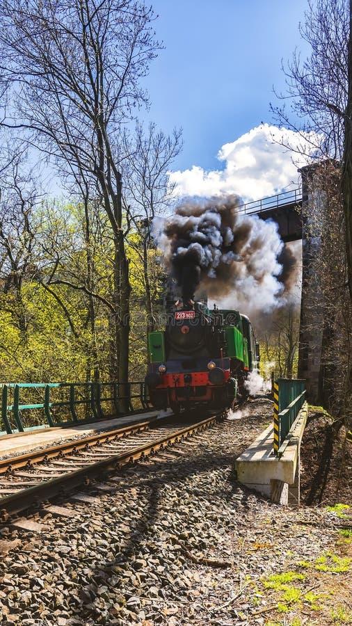 Locomotiva de vapor no vale de Prokop, Praga imagem de stock