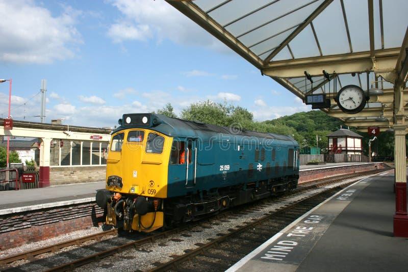 Locomotiva del diesel 25059 della classe 25 a Keighley, a Keighley ed a valore fotografie stock