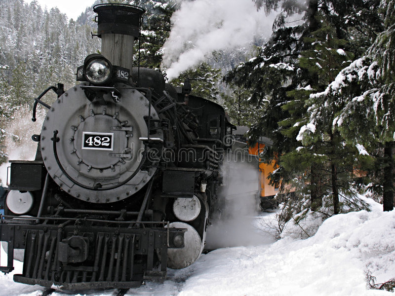 Locomotiva di vapore in neve fotografie stock libere da diritti