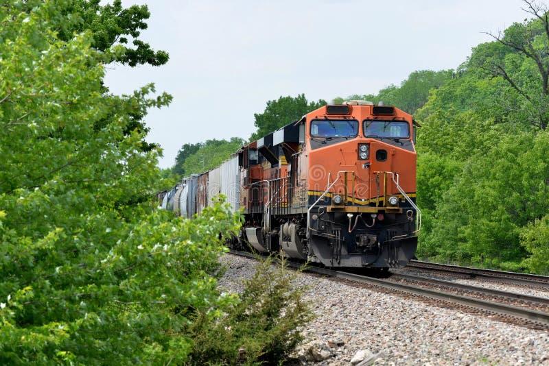 Locomotiva do trem de mercadorias com frete foto de stock royalty free