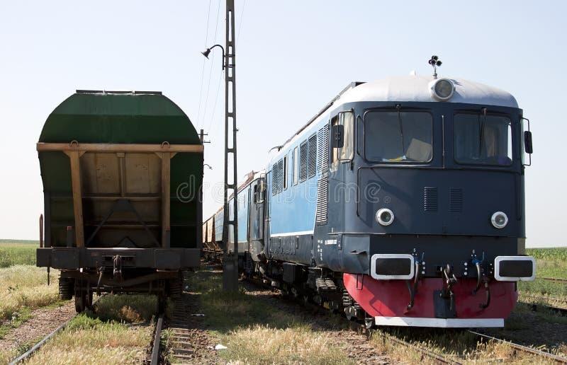 Locomotiva e vagões imagem de stock royalty free