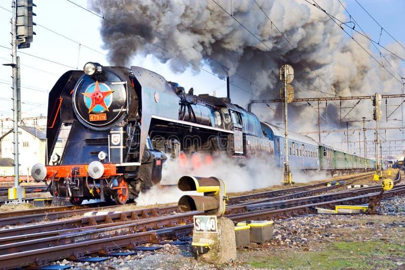 Locomotiva a vapore 475 1 ha chiamato Slechticna, stati della ferrovia di SmÃchov fotografie stock