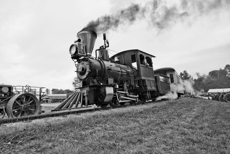 Locomotiva velha do trem do vapor do vintage do tempo fotos de stock royalty free