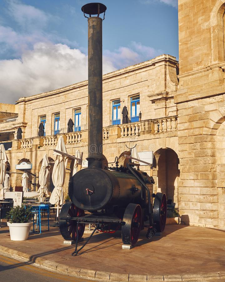Locomotiva velha na cidade imagens de stock royalty free