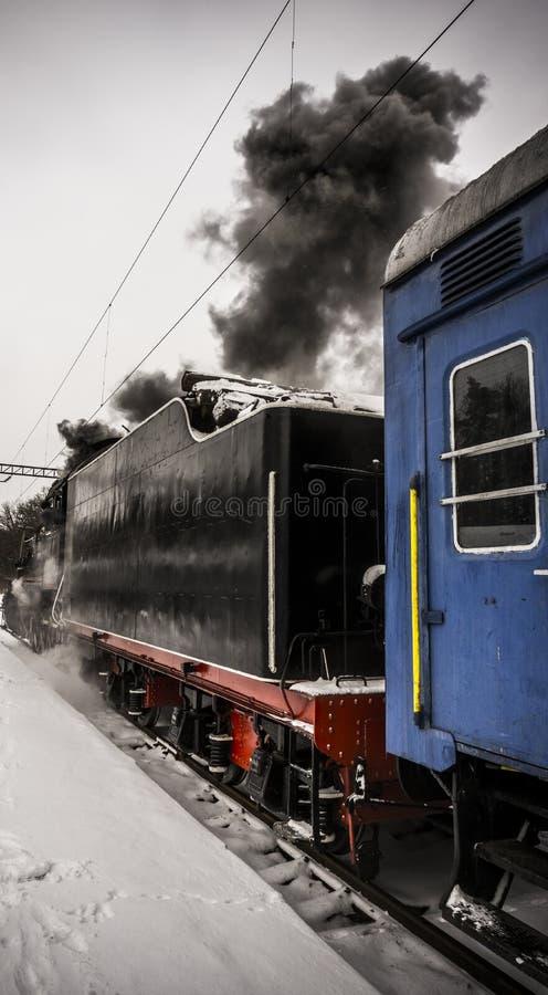 Locomotive à vapeur avec la voiture bleue images libres de droits