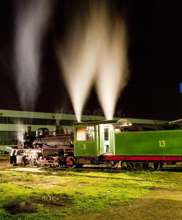 locomotive à vapeur dans le dépôt la nuit, Kostolac, Serbie photo libre de droits