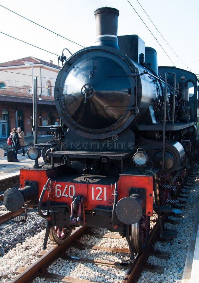 Download Locomotive à Vapeur De Vintage à La Station Photo éditorial - Image du classique, transport: 87708276