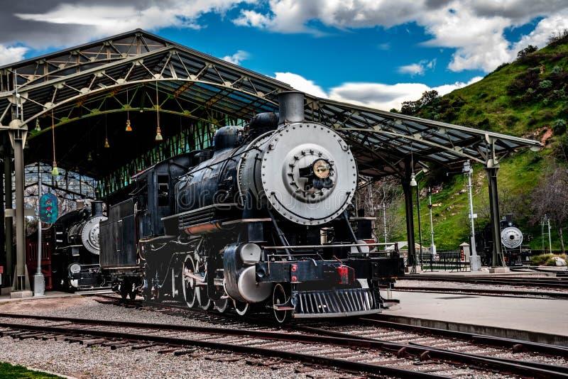Locomotive brûlante de machine à vapeur de charbon de cru image libre de droits
