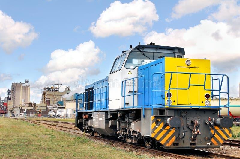 Locomotive diesel sur l'emplacement d'industrie photos stock